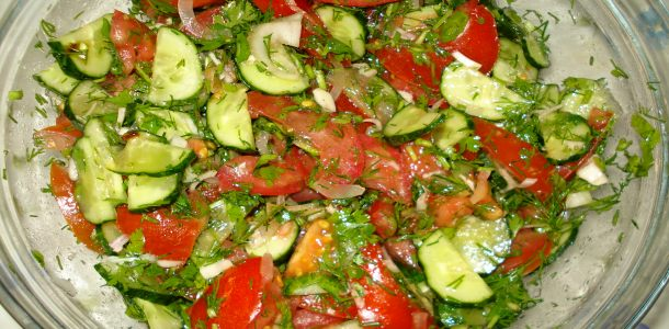 Салат помидоры огурцы зелень